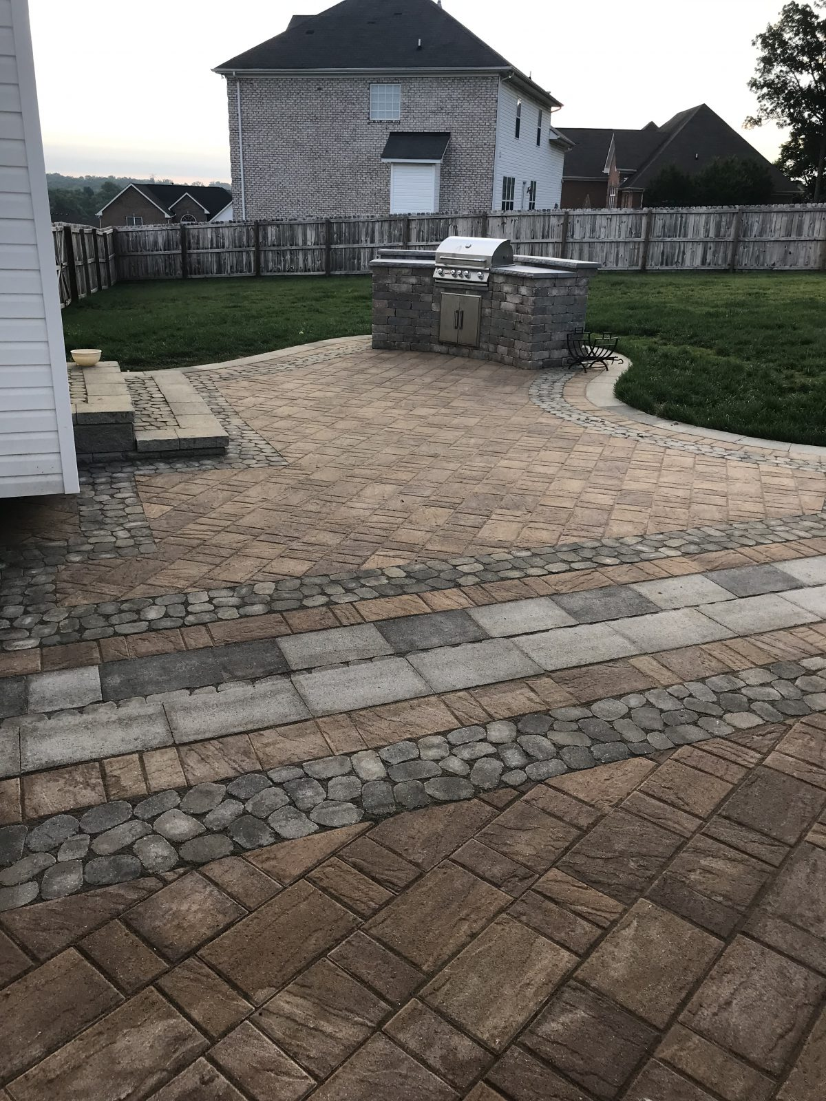 Techo-Bloc Outdoor Kitchen with Patio